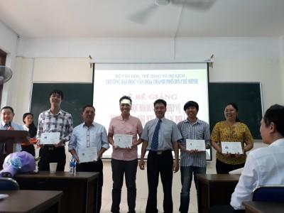 Bế giảng lớp Nghiệp vụ kinh doanh xuất bản phẩm khóa 7